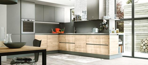 Exemple de modèle de cuisine contemporaine américaine par Aviva Cuisines à 4 990,00 € (électroménagers inclus)